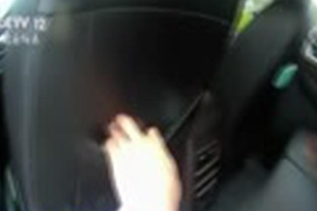 承德高速出口遮挡车牌被查 父亲弃儿逃跑