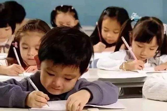 教育部出新规 禁止幼儿园提前教拼音等小学课程