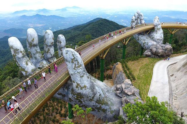 """越南佛手桥成""""网红"""" 仿佛如来神掌从天而降"""