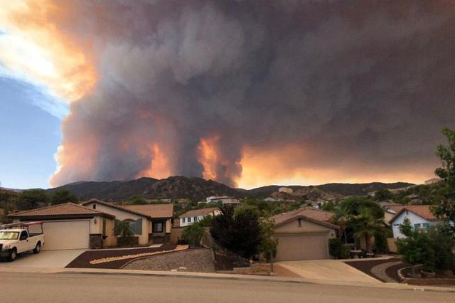 加州山火肆虐太空可见 14000名消防员参与灭火