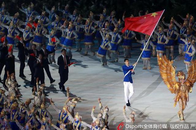 亚运会开幕式赵帅高举五星红旗 引领中国代表团入场