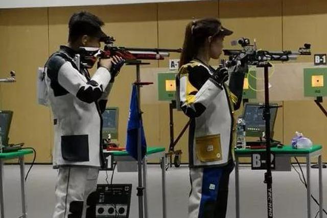 杨皓然、赵若竹在比赛中。国家射击队男子步枪主教练常静春供图