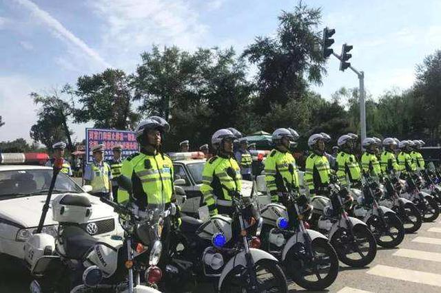 """承德交警骑警队""""亮相"""" 整治景区周边车辆乱停"""