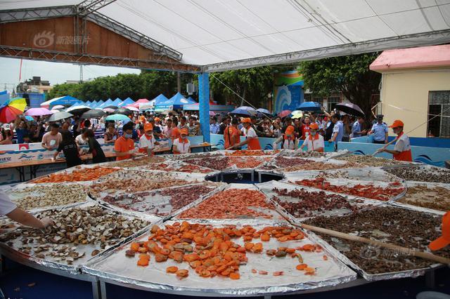 广西渔民迎来开海捕捞季 超大海鲜拼盘引人口水直流
