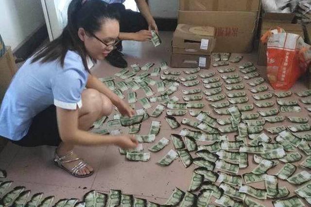男子2000张现金被烧 信用社拼回1375张