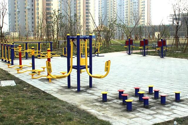 张家口市桥东区增添千余件健身器械