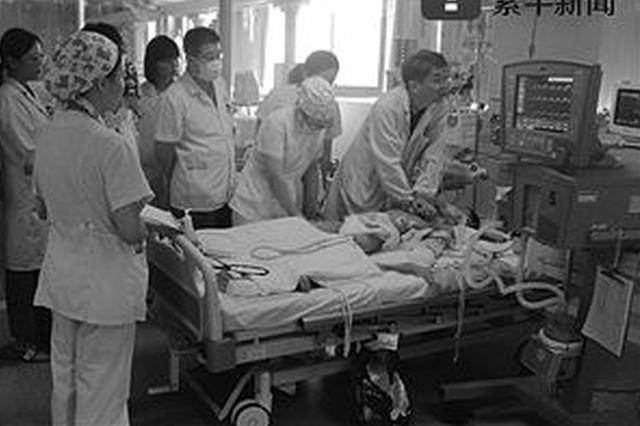 男童心脏停跳 30多名医生5小时按压30000次抢命