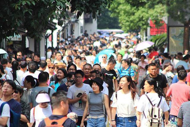 中秋假日期间全国接待国内游客9790万人次