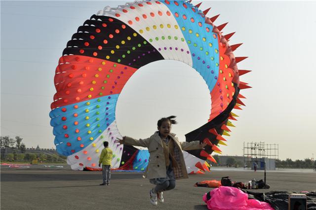 正定举行2018国庆节风筝表演
