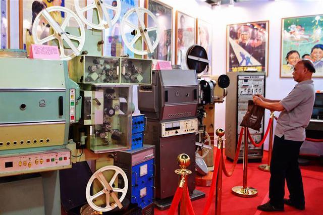 老式电影放映设备亮相福州