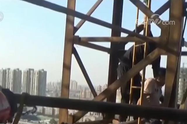 邢台工人突发低血糖坠塔 消防高空营救脱线