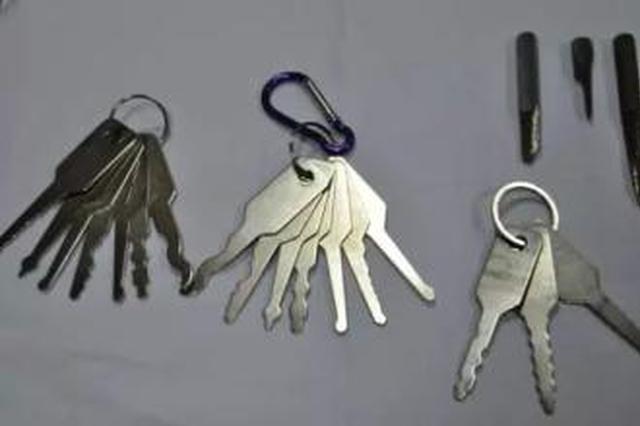 唐山一男子怀揣45把钥匙偷车 作案时被抓个正着