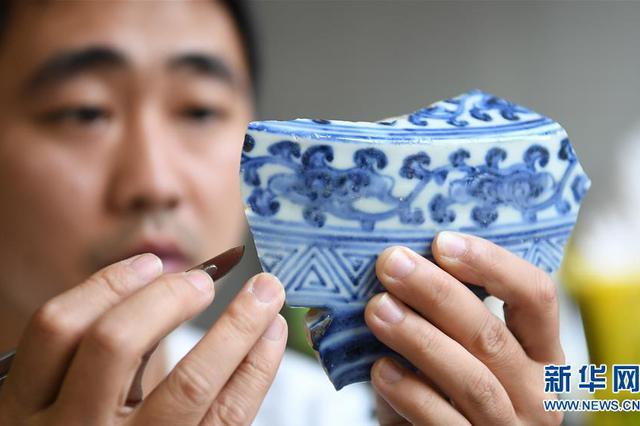 """景德镇御窑古瓷碎片""""复原""""陶瓷传奇"""