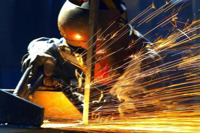 石家庄两男子无证使用电焊机明火作业被拘