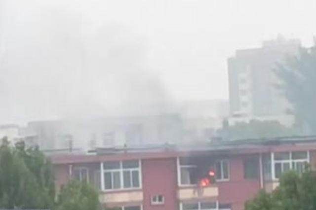 涿州两学生七进七出火场 救出被困老人