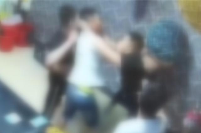 """兩伙顧客爭搶同一名陪酒女子 在KTV上演""""全武行"""""""