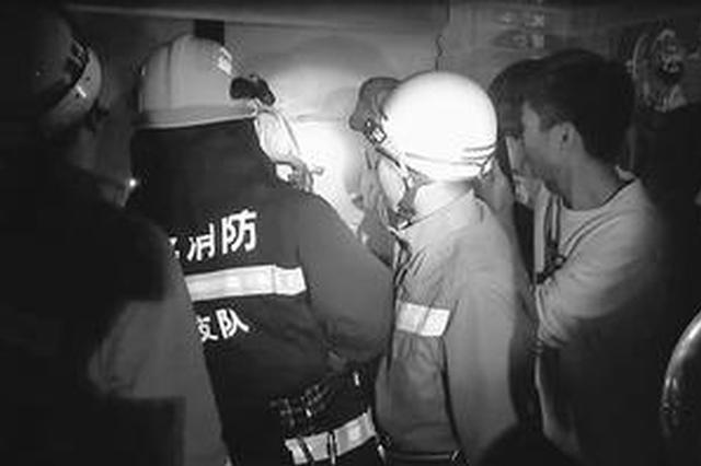 邢臺一九歲男童頭被卡在門縫內 消防剪斷門栓解救