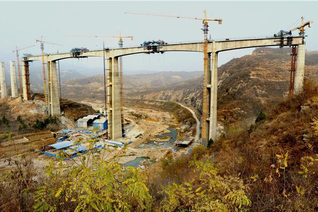 河北第一高度铁路桥-宋家庄川特大桥连续钢构合龙