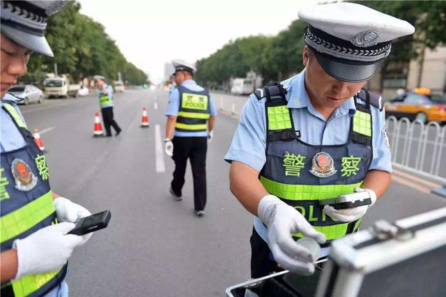 沧州交警查处涉牌涉证违法行为千余起 行拘9人
