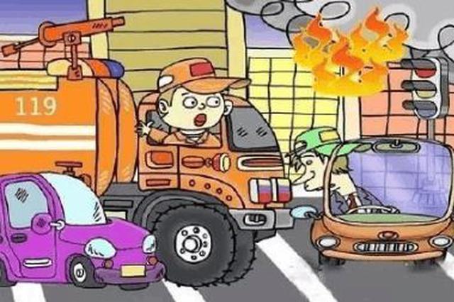张家口:社会车辆未主动避让 消防车驰援灭火遇阻