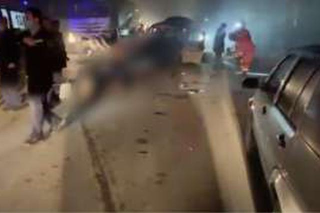 西安重大车祸10死2伤 超载面包车与罐车迎面相撞