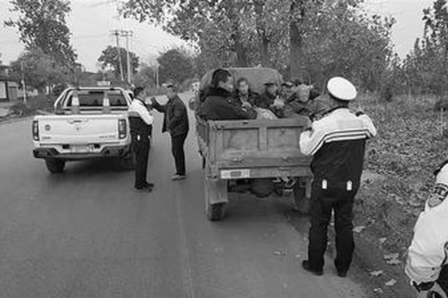 鹿泉交警查获载人三轮车 搭载8人被记12分罚450元