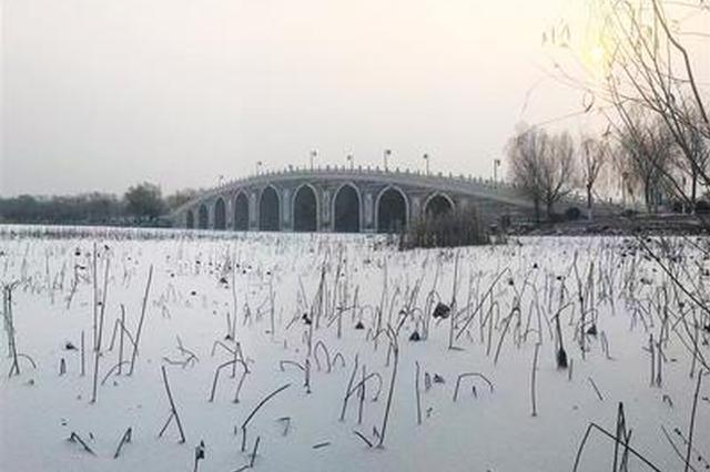 唐山一场久违的冬雪簌簌落下 带来不少风景(图)