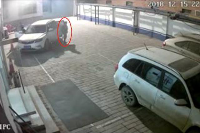 沧州一男子醉驾遇检查逃跑 慌不择路开进交警大院