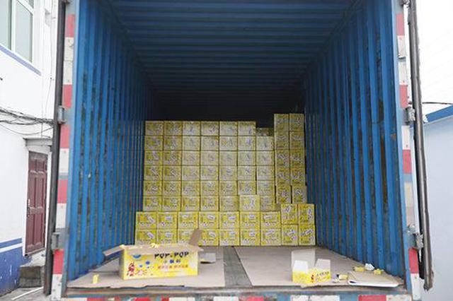 """货车司机谎称装的是玩具 一查竟是436箱""""摔炮"""""""