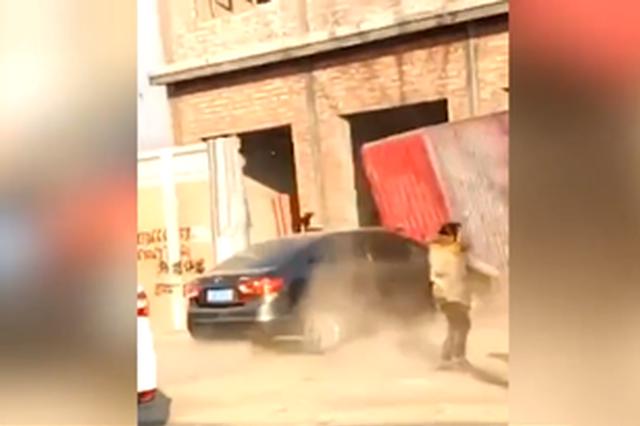 廊坊一违建者驾车撞伤2名政府拆违人员 已被刑拘