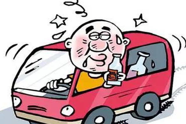 任丘一酒驾男子慌不择路 把车开进交警队