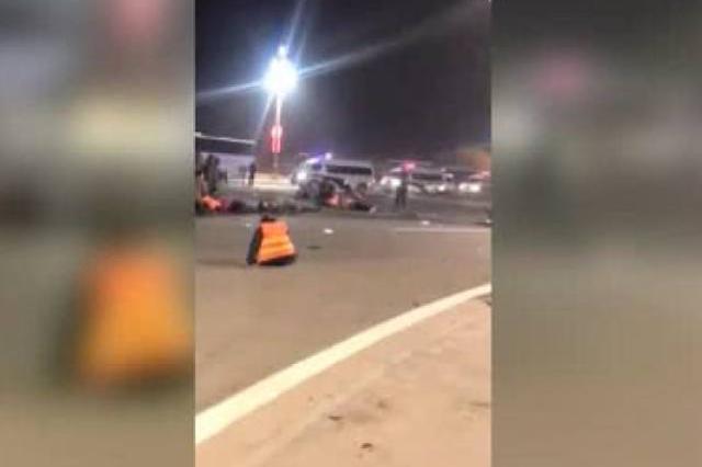 廊坊一轿车与拉环卫工的货车相撞 造成1死20伤