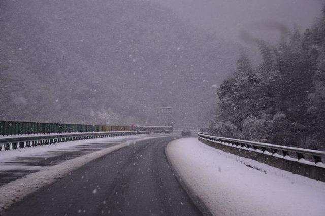 张家口高速公路关闭禁止车辆通行 客运班线停运