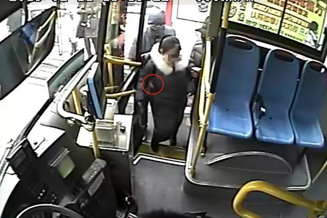 河北霸气公交司机带乘客追小偷 刷屏朋友圈