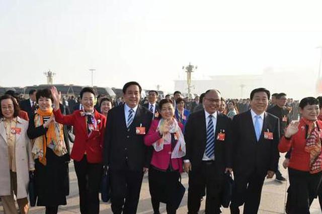 十三届全国人大二次会议开幕 河北代表步入会堂