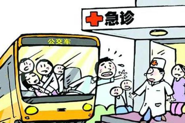 乘客突发疾病 公交车变身救护车忙送医