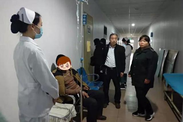 邢台公交车内一乘客晕倒抽搐 司机6分钟开到医院