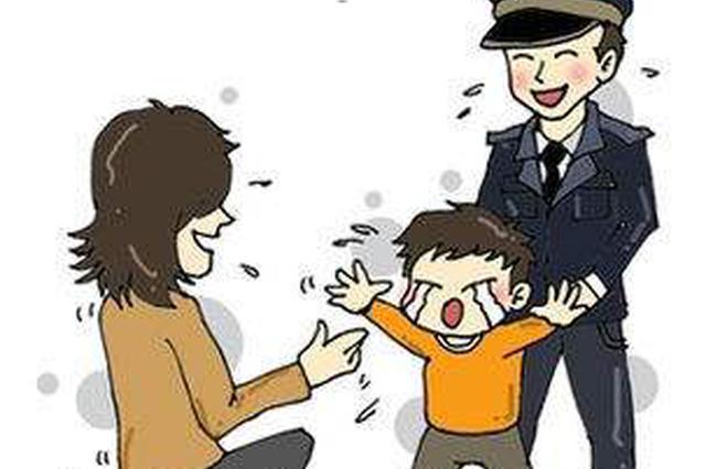 5岁女童站马路中间哭着找?#32844;??#20013;?#32769;爸弄丢女儿