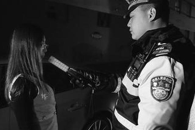 石家庄交警夜查 女子离家不到1公里醉酒驾驶