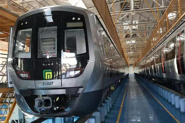 运营在即 石家庄地铁1号线二期首列电客车亮相