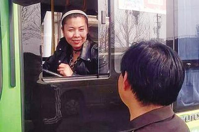 公交司机李彩云:她把乘客当亲人 乘客把她当女神