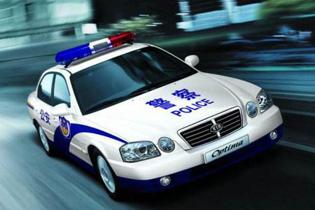 车祸伤者休克 秦皇岛3位路过民警开警车送医