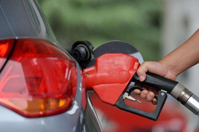 今起92号汽油涨至7.04元/升 4月1日油价或再下调