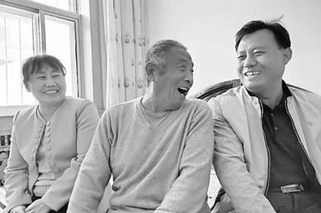 父亲磨八年豆腐培养子女成才 5个孩子4个为继子女
