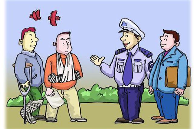 秦皇岛一名男子不慎将拇指摔断 交警一路护送