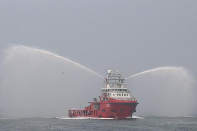 河北最大规模大型客船应急联合演习在秦皇岛水域举行