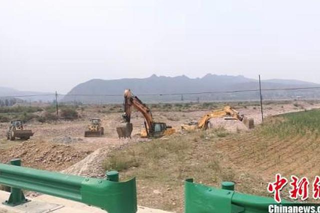 河北沙河河道内堤防坍塌 水务部门已展开修复工作