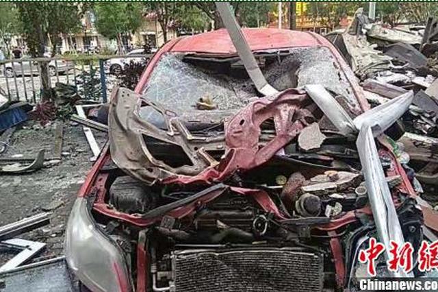 秦皇島一商鋪發生爆炸 多輛汽車受損4人受傷(圖)