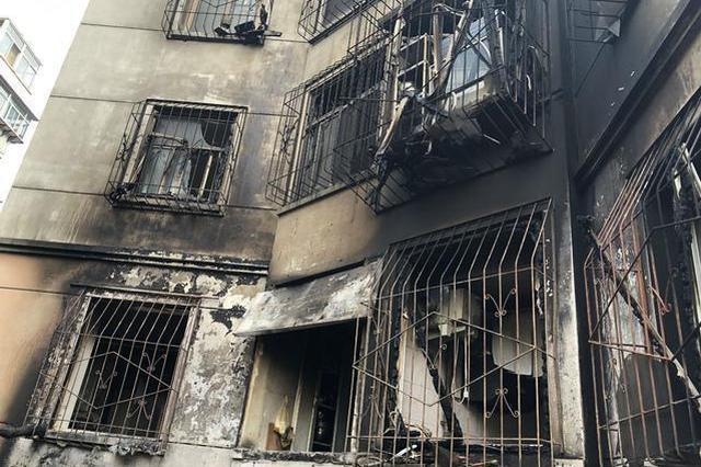 河北一居民楼突发大火 六少年完成教科书般救人