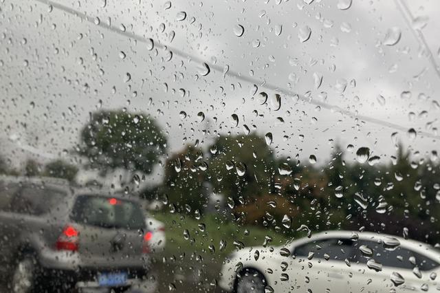 今天部分地区有雨雪 平原地区霾持续